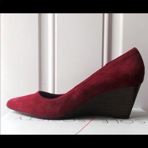 NIB NWT Holly Ruby Red Mid Heel Wedge